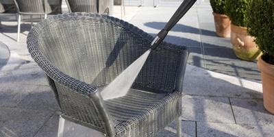 lavaggio mobili esterno casa