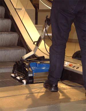 Duplex Escalator 350 per la pulizia delle scale mobili e dei tapis roulant
